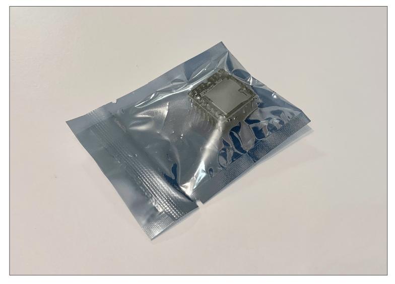 不透明な袋に入った電子部品