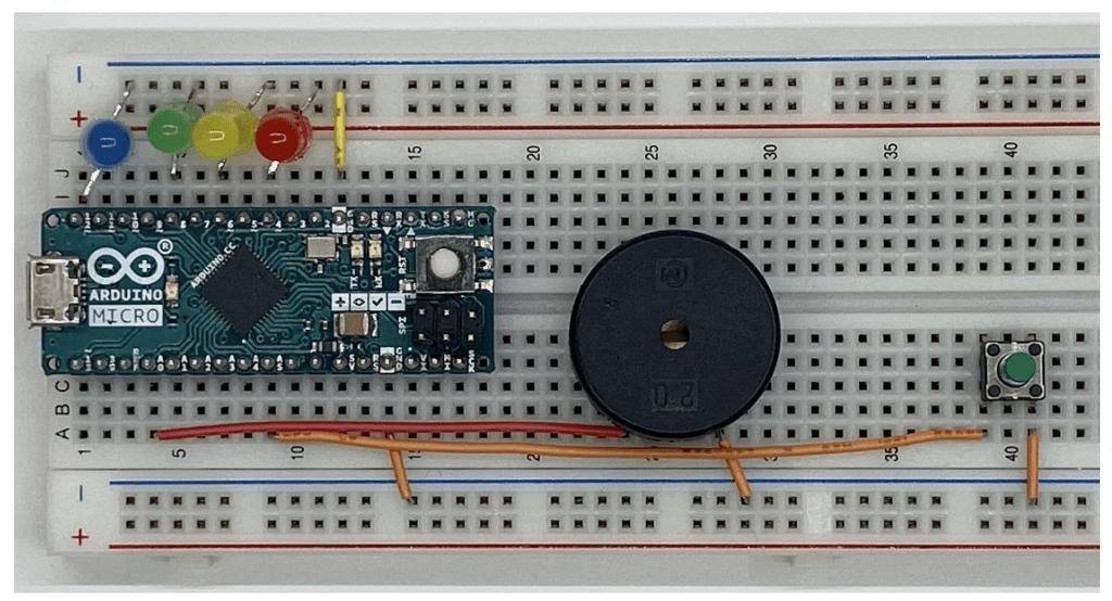 LEDを追加したブレッドボード
